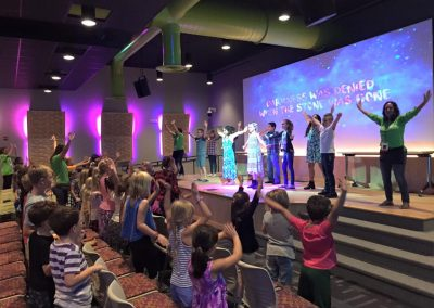 kids-worshipping